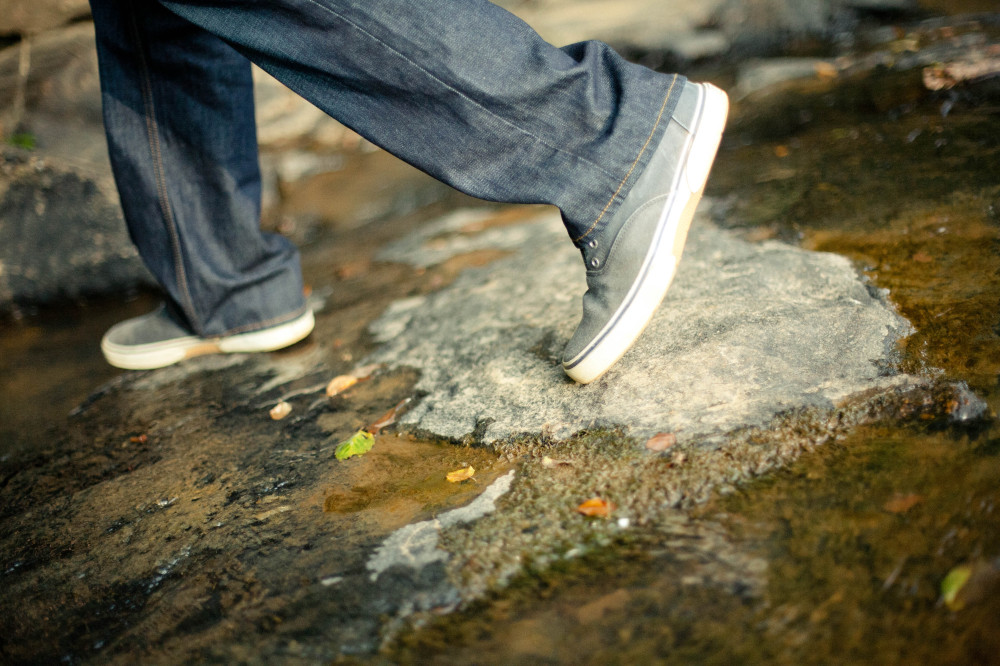 public-domain-images-free-stock-photos-shoes-feet-walking-rocks-creek-1-1000x666
